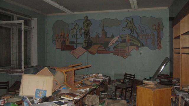 Историческое здание московской школы №201 имени Зои и Александра Космодемьянских. Библиотека на первом этаже. 2011 год.