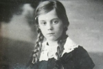 Вере двенадцать лет. 1931 год.