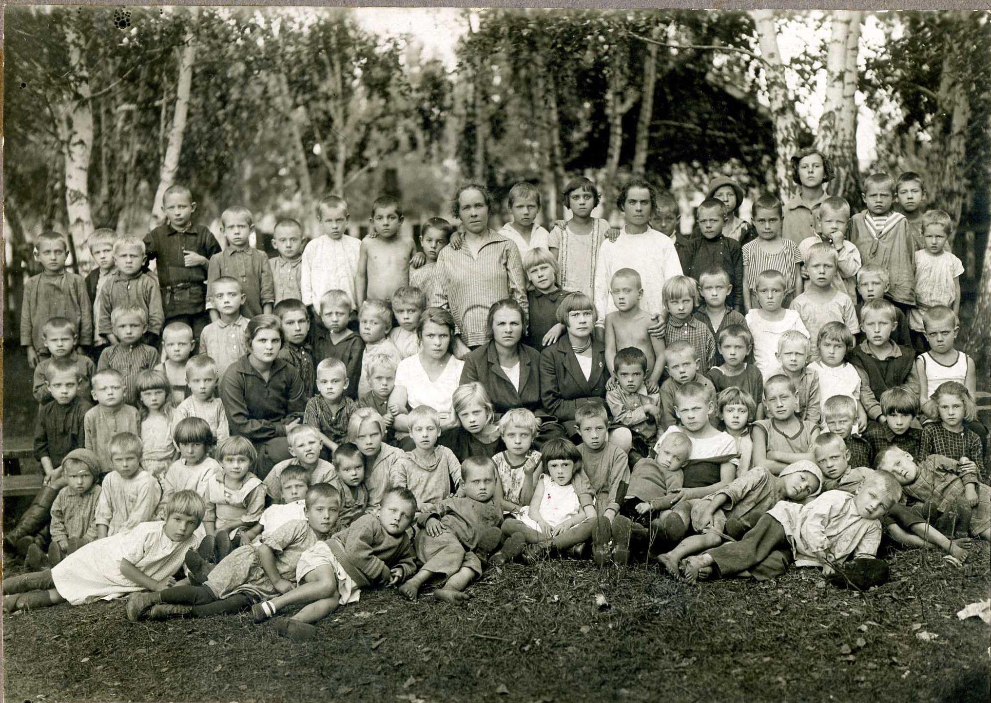 1929 год. Детская площадка химического завода Кемерова