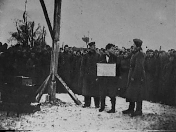 29 ноября 1941 года. Петрищево. Зоя Космодемьянская перед казнью.
