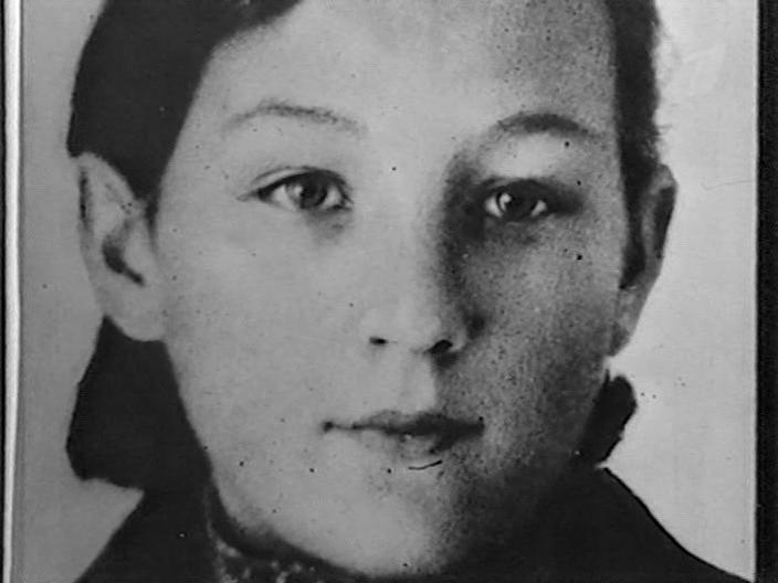 Зоя Космодемьянская. 1939 год. Фото для комсомольского билета.