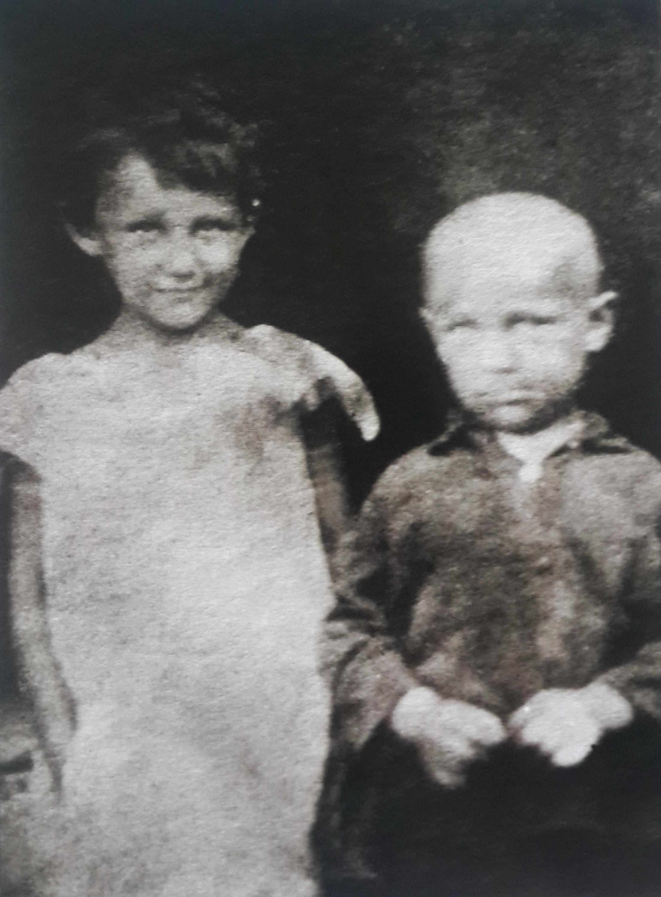 Зоя и Саша Космодемьянские в 1929 году.