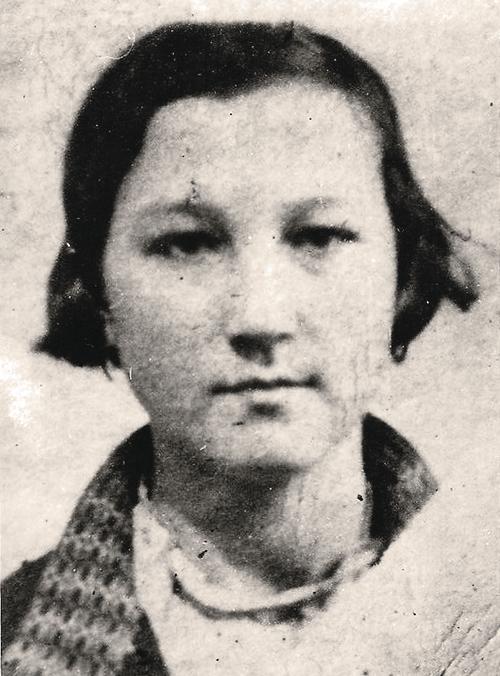 Зоя Космодемьянская. 1938 год. Фото для паспорта.