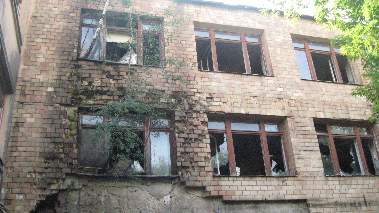 Историческое здание московской школы №201 имени Зои и Александра Космодемьянских. Вид на второй и третий этажи. 2011 год