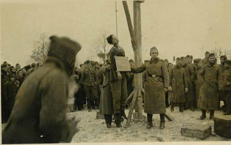 29 ноября 1941 года. Петрищево. Казнь Зои Космодемьянской. Фото продавалось на интернет-аукционе, оригинал куплен.