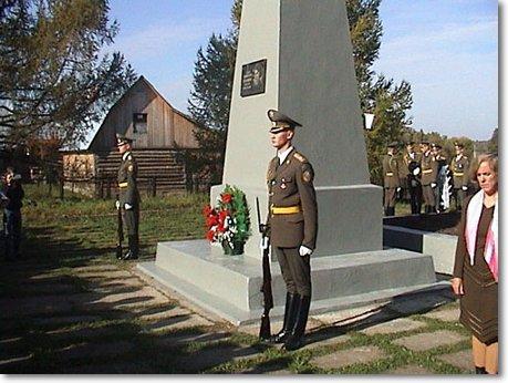 Памятник, стоявший до 2006 года на братской могиле в деревне Крюково. Здесь похоронена Вера Волошина