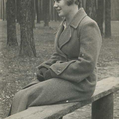 Вера Волошина в Серебряном бору. Осень 1940 года.
