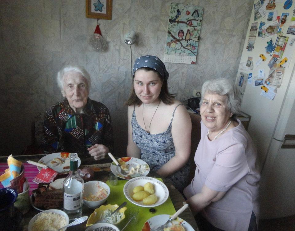 М.М. Паншина, Д. Верясова, Т.М. Осипова. 9 мая 2016 года.