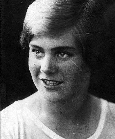 Вера - студентка Московского института физкультуры и спорта. 1937 год.